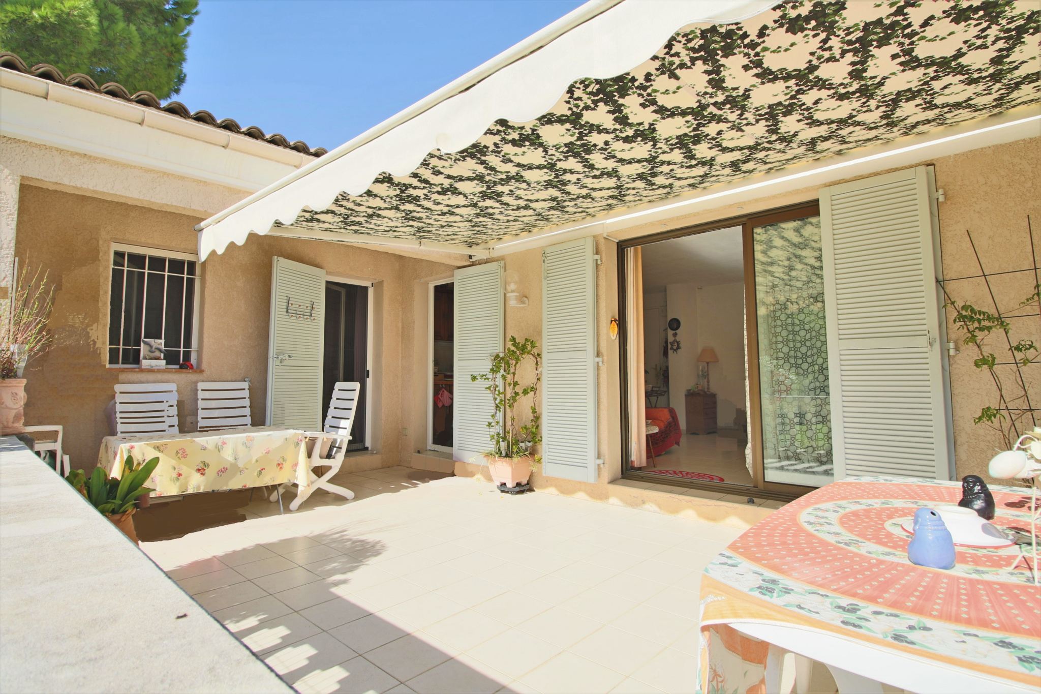 vente les hauts de vaugrenier villa patio 70m jardin garage terrasse. Black Bedroom Furniture Sets. Home Design Ideas